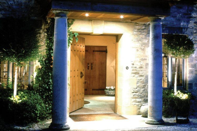 Country house front door lighting idea